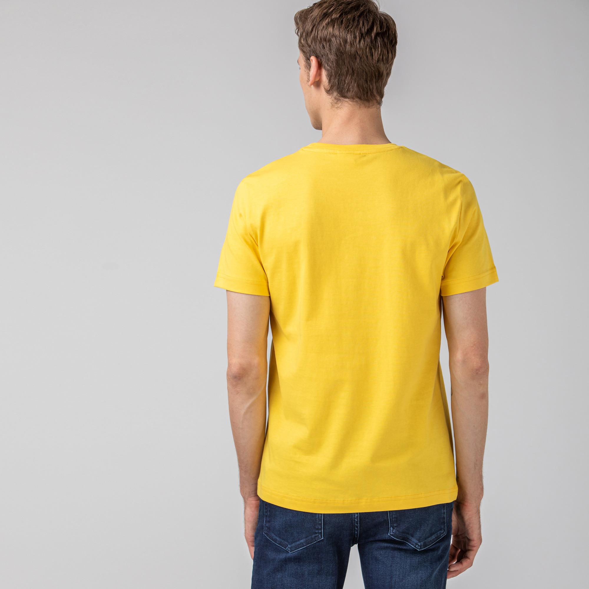 Lacoste L!VE Erkek Baskılı Bisiklet Yaka Kısa Kollu Sarı T-Shirt